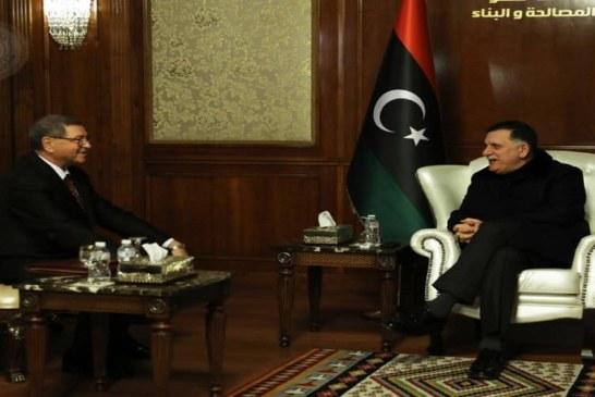 الوزير المستشار الخاص لدى رئيس الجمهورية يسلم رئيس المجلس الرئاسي لحكومة الوفاق الوطني في ليبيا دعوة للمشاركة في القمة العربية