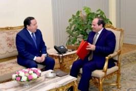 وزير الخارجية يسلم الرئيس المصري دعوة من رئيس الجمهورية للمشاركة في  القمة العربية القادمة